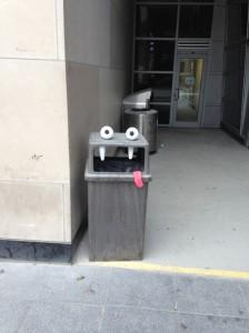 çöp kutusu canavarı